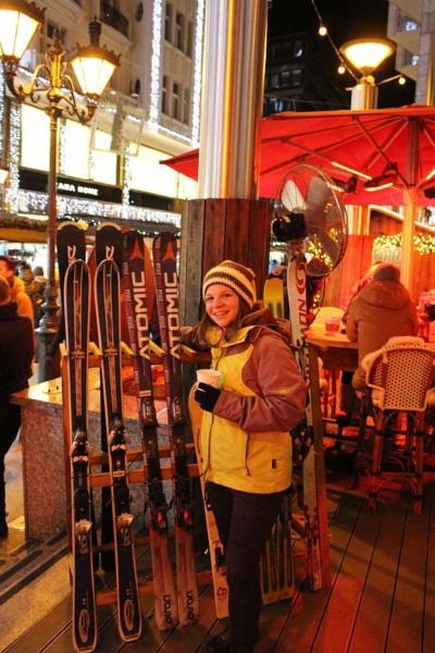 Ski und Glühwein am Weihnachtsmarkt in Budapest