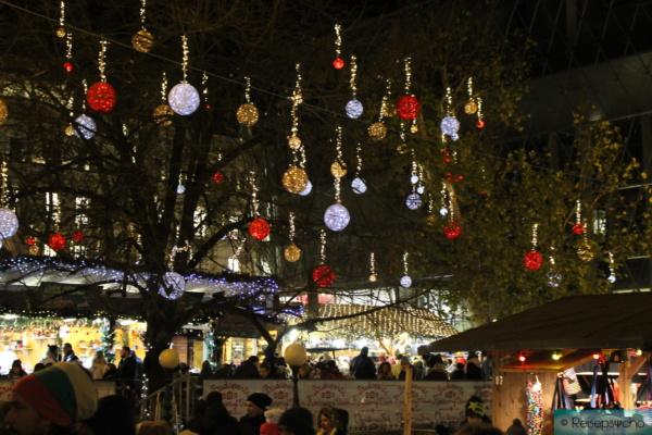 Weihnachtsmarkt am Vörösmarty ter in Budapest