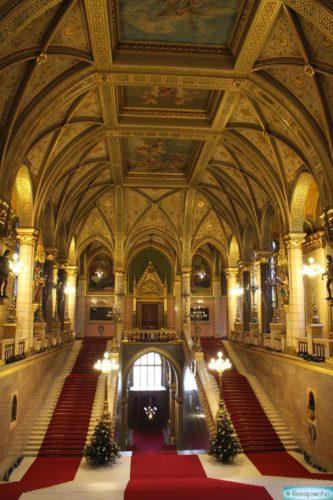 Parlament von innen in Budapest