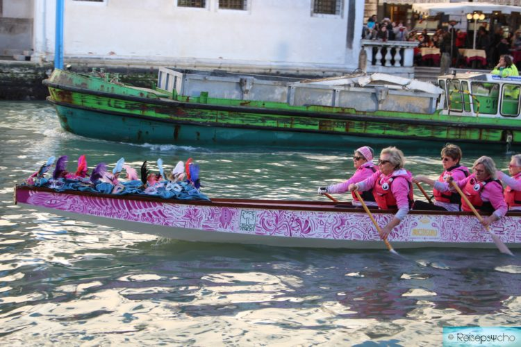 Karnevalin Venedig am Canal Grande