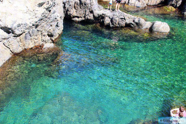 Klare Meerwasser in den Cinque Terre