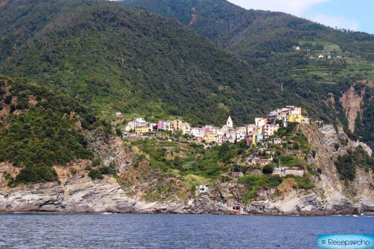 Die Cinque Terre vom Boot aus