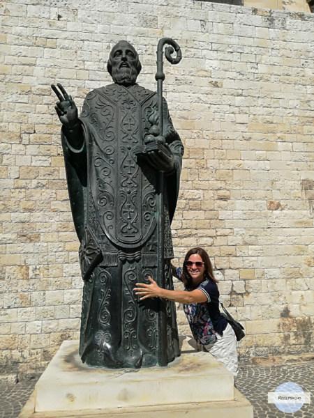 Die Statue des Heiligen Nikolaus in Bari
