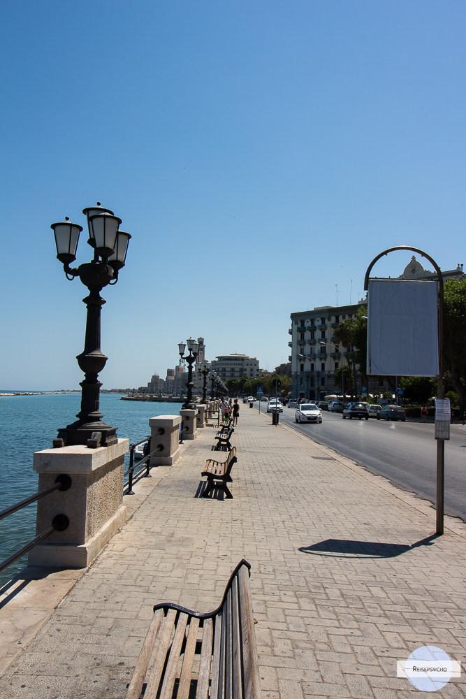 Die Hafenpromenade von Bari