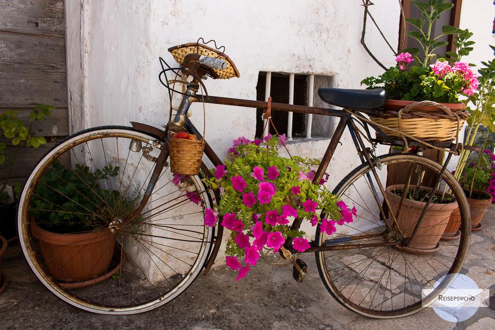 Fahrrad vor Trullo in Apulien