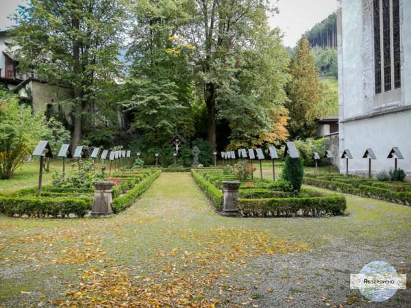 Priesterfriehof beim Franziskanerkloster Schwaz