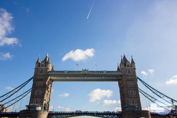 Die Tower Brigde von der Themse aus
