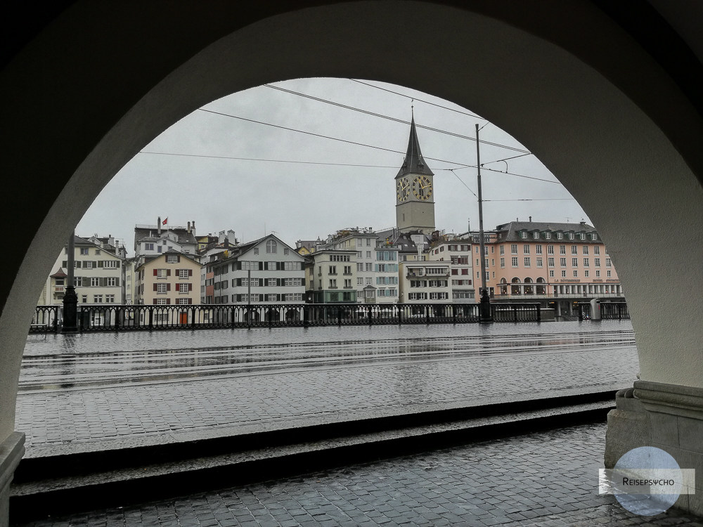 Zürich Regen unter den Arkaden