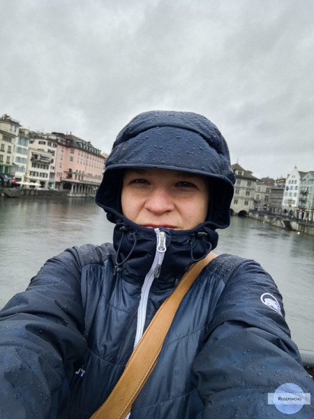 alleine Reisen im Regen in Zürich