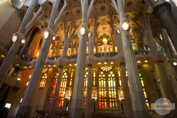 Der Innenraum der Sagrada Familia