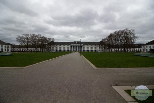 Das Schloss Koblenz ist sehr lang