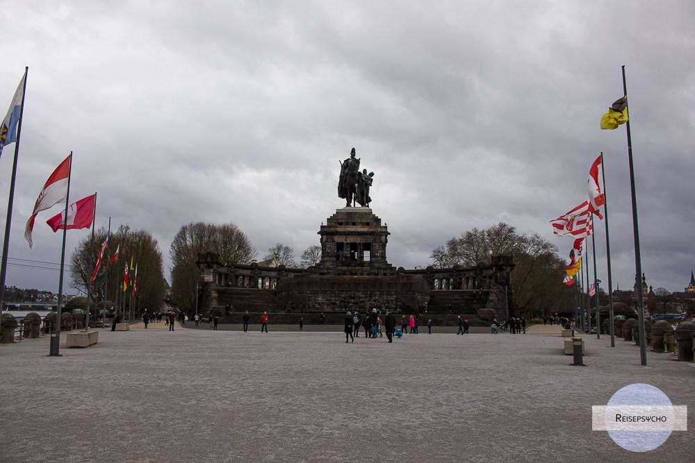 Statue Kaiser Wilhelm am Deutschen Eck in Koblenz