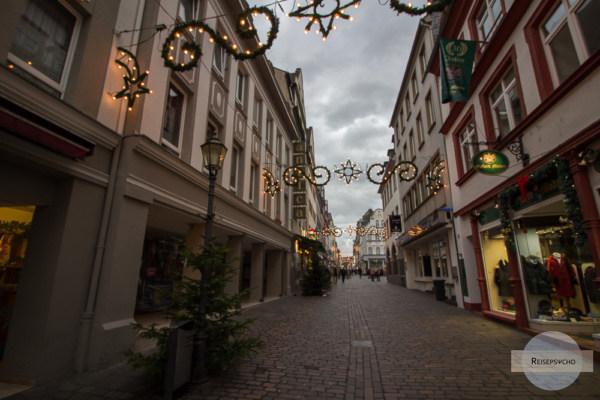 Durch die beleuchteten Gassen der Altstadt von Koblenz
