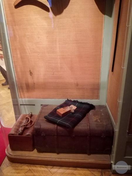 Im Vorzimmer ist die Garderobe noch original zu sehen