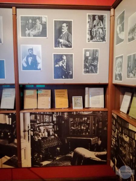 Bilder von Freud in seiner Praxis
