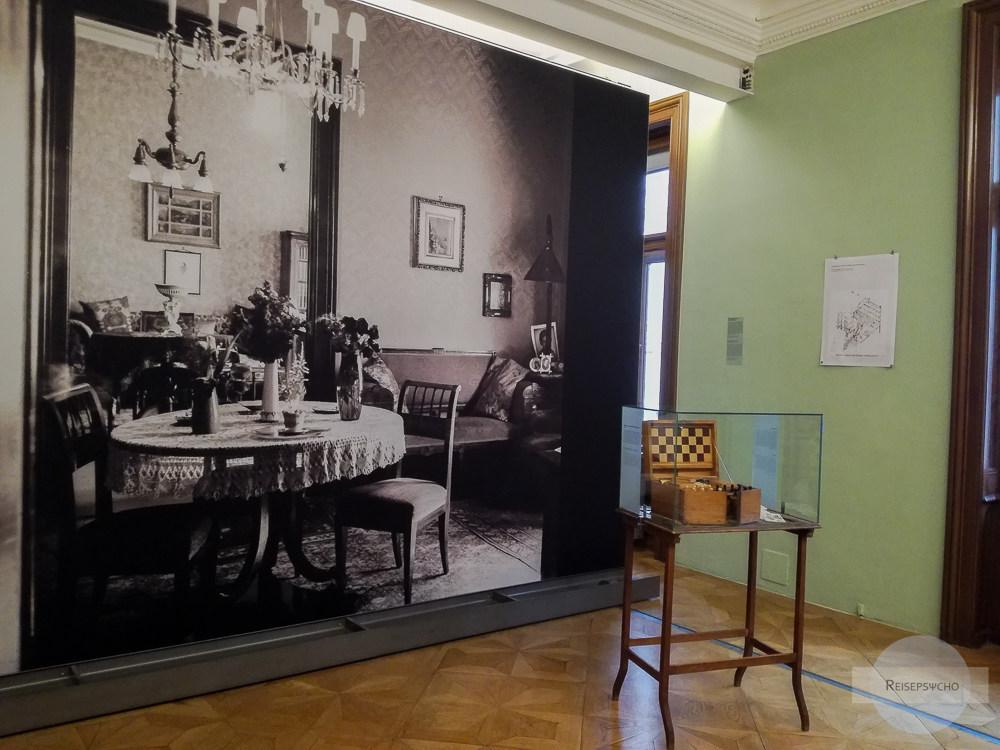Wohnraum von Familie Freud in einer Sonderausstellung