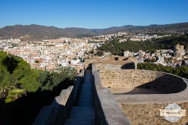 begehbare Steinmauer in Malaga