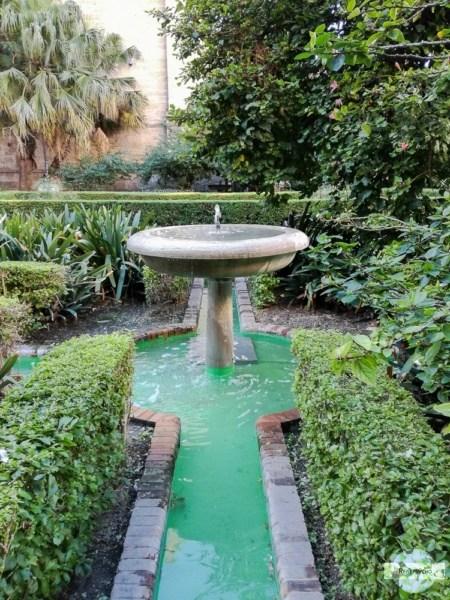 Vogelbrunnen und Garten in Malaga