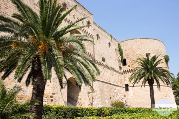 Palmen vor der Festung in Tarent