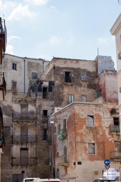 Heruntergekommene Häuser in der Altstadt von Tarent