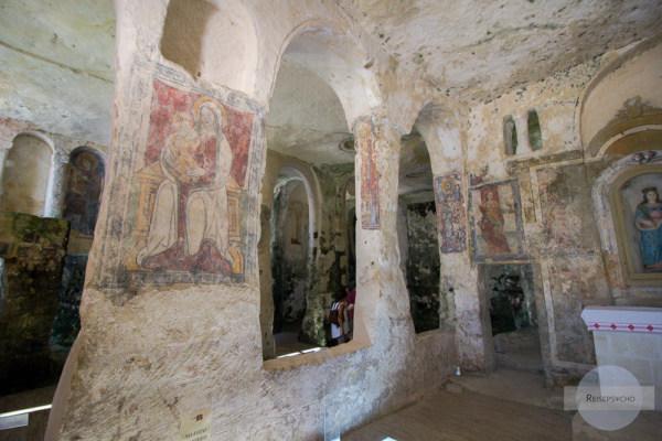 Malereien in der Felsenkirche Santa Lucia alle Malve in Matera