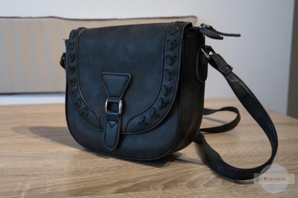 Eine kleine Handtasche - ein Muss im Reisegepäck
