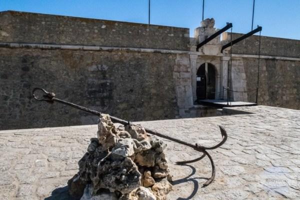"""Die """"Forta da Ponta da Bandeira"""" - eine alte Festung am Meer in Lagos"""