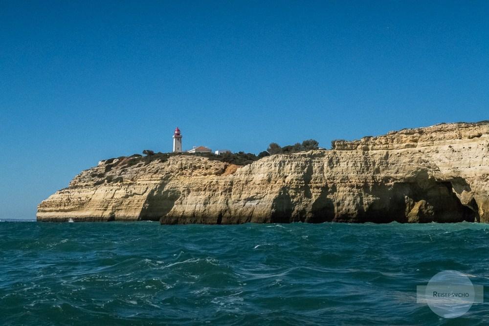 Bootstour an der Algarve mit Blick auf die Küste und den Leuchtturm