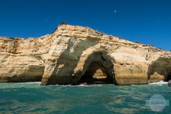 Im Rahmen einer Bootstour kann man auch die Höhle von Benagil sehen