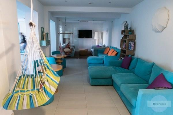 Couch und Hängesessel im B&B Mareta View in Sagres