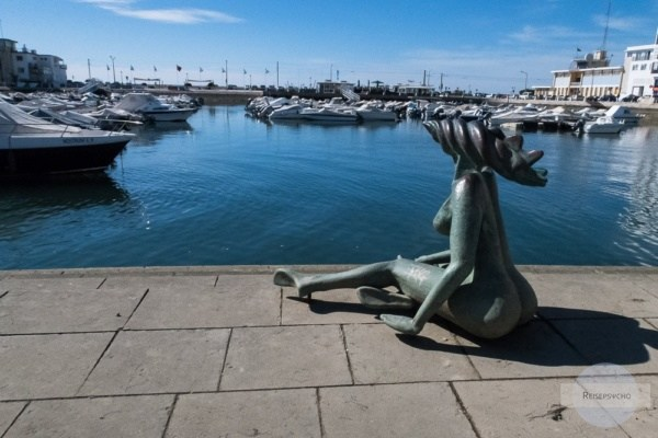 Statue im Hafen von Faro