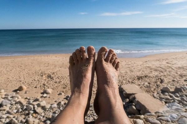 Füße im Sand - an der Algarve im Winter