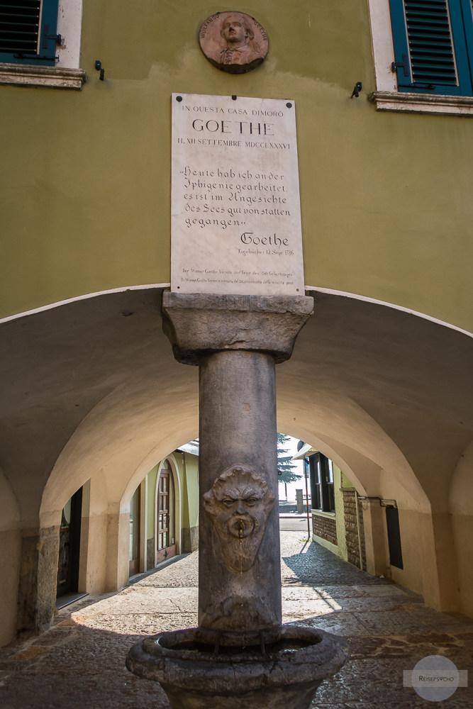 Die Piazza Goethe erinnert in Torbole an seinen Besuch am Gardasee