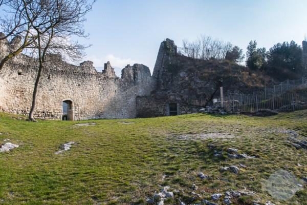 Das Castel Penede in Nago-Torbole ist perfekt zum Wandern am Gardasee