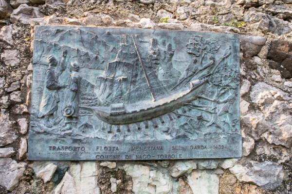 Transport der Galeere über das Valle di Santa Lucia zum Gardasee
