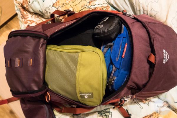 Gepackter Rucksack für acht Wochen Backpacken in italien