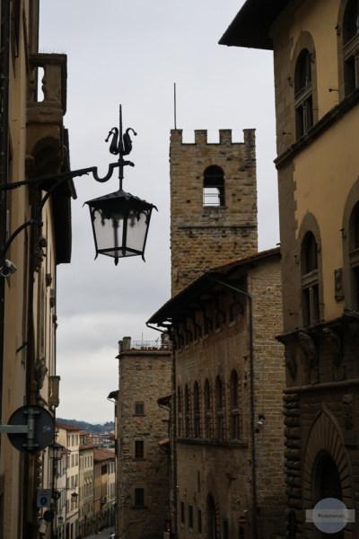 Laterne und Turm in Arezzo