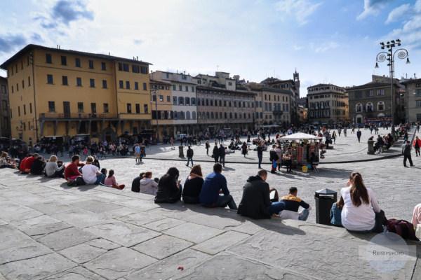 Piazza Santa Croce in Florenz als Treffpunkt