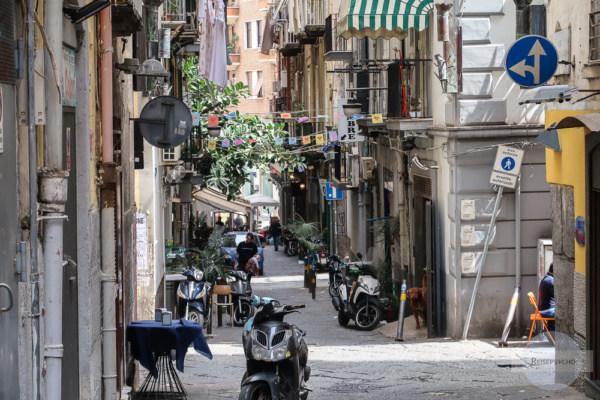 In den Gassen des Quartiere Spagnolo in Neapel