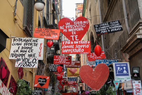 Herzen und Sprüche zur Liebe in Neapel