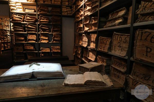 Il Cartastorie - ein Bankmuseum der Banca di Napoli mit alten Büchern und Akten