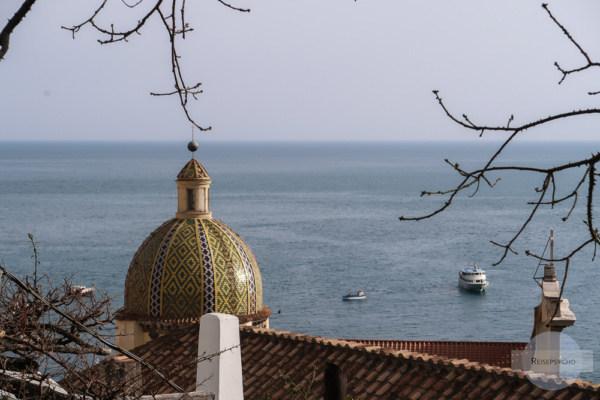 Schöne Kirchenkuppel in Positano an der Amalfiküste