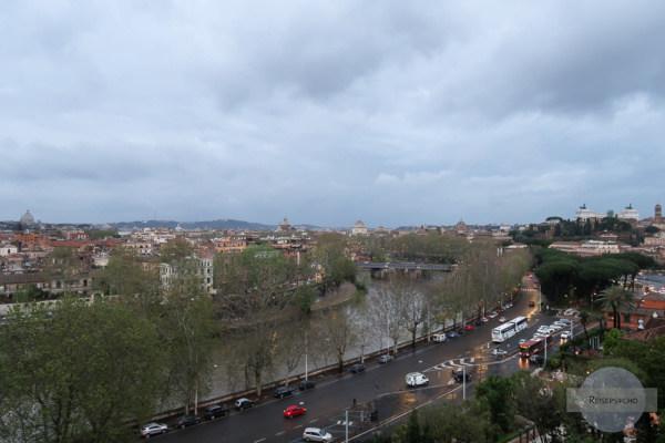 Blick vom Avetin in Rom auf den Tiber und die Stadt