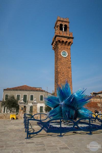 blauer Stern vor Turm auf Murano