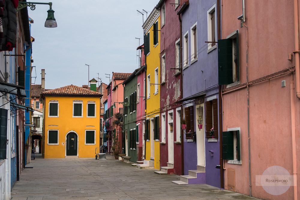 bunte Häuser auf Burano in Venedig