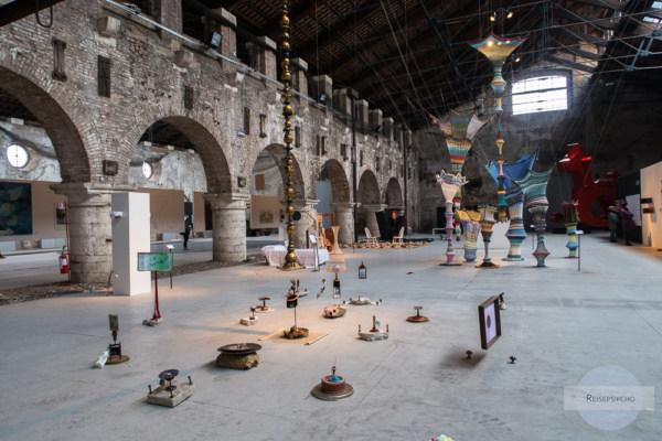 Eine vielseitige Kunstausstellung in der Arte Laguna Prize hinter dem Arsenal