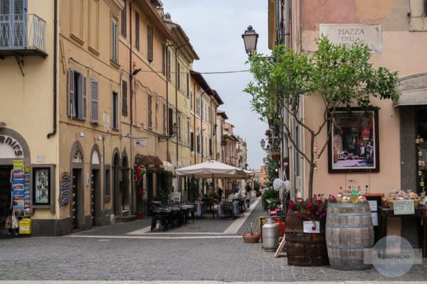 Castel Gandolfo ist ein kleines hübsches Städchen