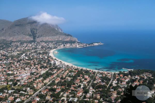 Der Traumstrand von Mondello vom Monte Pellegrino aus gesehen