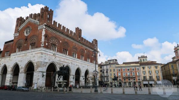 Piazza und Palazzo in Piacenza