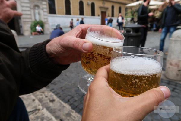 Bier trinken in Rom